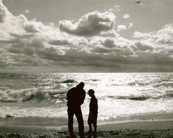 Salvatore Ala: father and son at the shore